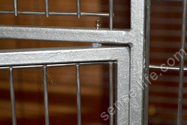 крепление двери на клетке