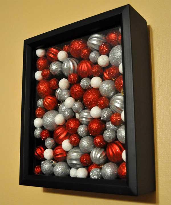 картина из новогодних елочных шаров