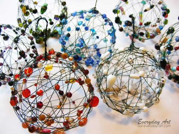 Необычный новогодний шар своими руками из проволоки и бисера