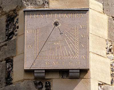 вертикальные солнечные часы