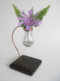 ваза из сгоревшей лампочки